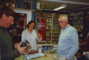 Trine i butiken Skurdalen 1997